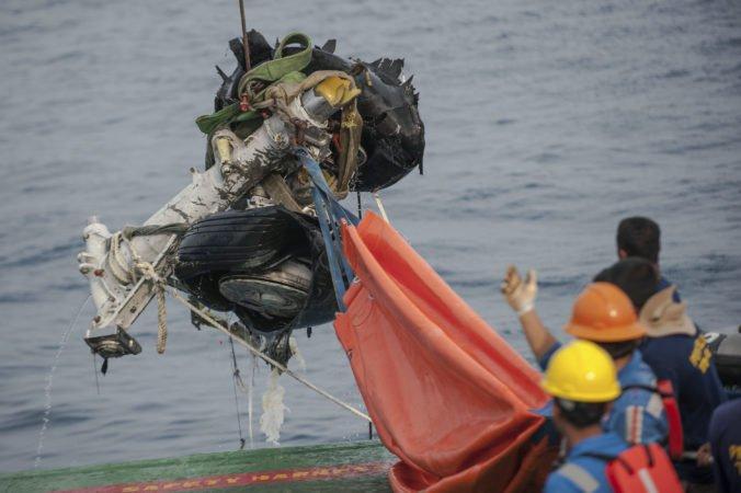 Foto: Našli hlasový záznamník z Boeingu spoločnosti Lion Air, ktorý sa po štarte zrútil do mora