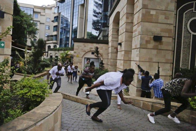 Video: Polícia zneškodnila teroristov, ktorí zaútočili na hotelový komplex v Nairobi