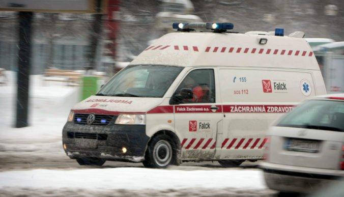 Muž s krvácaním do mozgu čakal v Šali na sanitku hodinu a pol, podľa mesta to je vážny problém