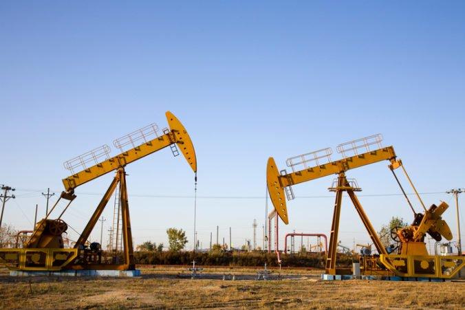 Ľahká americká ropa si odpísala 0,5 percenta, zlacnela aj ropa Brent