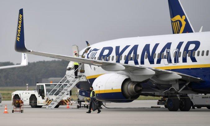 Ryanair zhoršil prognózu celoročného zisku, spoločnosti výrazne klesli príjmy za letenky
