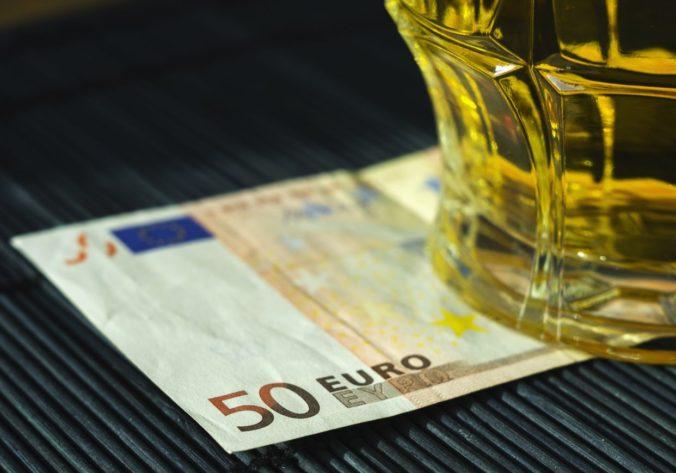 Vypočítali, koľko eur minú Slováci na alkohol. Patríme medzi európsku špičku, v rebríčku sme v Top 10
