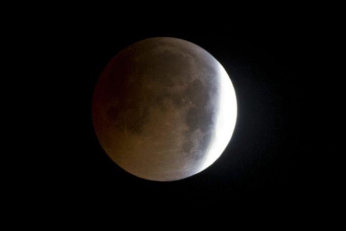 Čaká nás posledné úplné zatmenie Mesiaca v tejto dekáde, obloha chystá aj ďalšie zaujímavé úkazy
