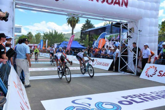 Video: Možno vyhrám kráľovskú etapu, vtipkoval Sagan po tesnej prehre s Gaviriom