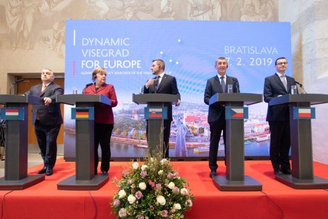Foto: Merkelová chápe požiadavky premiérov V4 a očakáva ťažké rokovania o rozpočte Európskej únie