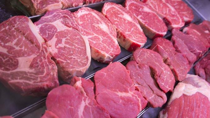 Hygienici pokračujú v kontrolách pre škandál s poľským mäsom, má ísť aj o školské zariadenia
