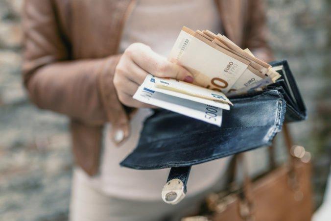 Priemerná mesačná mzda na Slovensku rástla, pracovníci IT sektoru zarábali viac ako 2000 eur