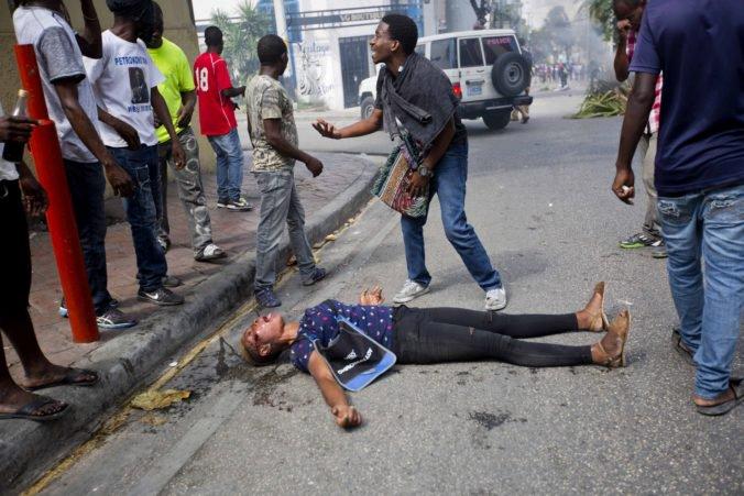 Video: Protesty proti prezidentovi na Haiti si už vyžiadali niekoľko mŕtvych a zranených