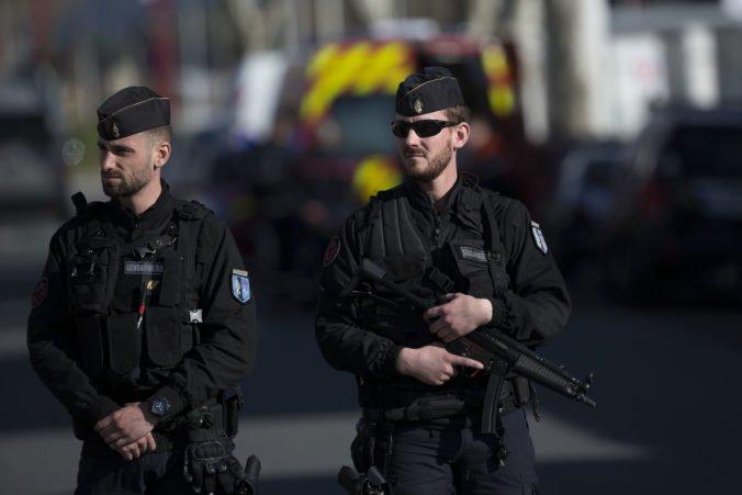 V parížskom metre došlo k útoku neznámou kvapalinou, páchateľ je na úteku