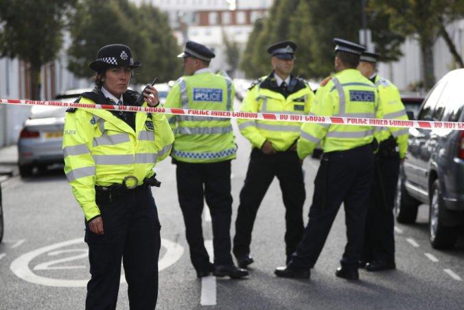 Pobodaný muž skolaboval na hotelovej recepcii a neskôr zomrel, polícia zatkla 11 podozrivých ľudí