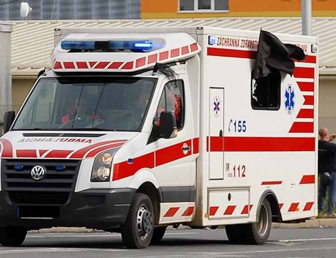 Sanitky chodia k pacientom v Šali neskoro, mesto chce od ministerstva transportnú službu