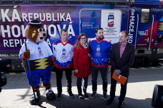 Foto: Pokrstili špeciálny IC vlak Macejko, ktorý bude premávať počas MS 2019 v Bratislave a Košiciach