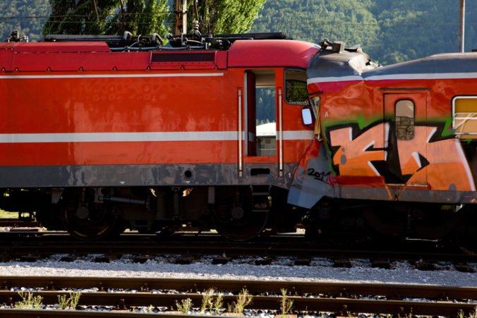 Pri Čáslavi sa čelne zrazil nákladný vlak s osobným, v ktorom sa viezli ľudia