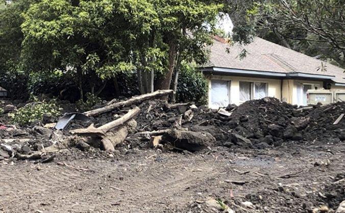 Nariadili evakuáciu tisícov obyvateľov v Kalifornii, mestá ohrozuje aj búrka a zosuvy bahna