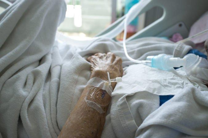 Chrípka naďalej úraduje, lekári zaznamenali aj ďalšie úmrtia na ochorenie SARI