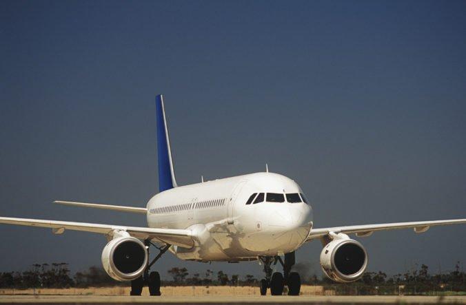 Lietadlo z Montrealu muselo núdzovo pristáť v New Jersey, príčinu dymu nezistili