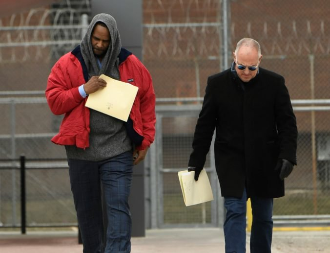 Speváka R. Kellyho prepustili z väzenia, niekto zaňho zaplatil dlžné výživné