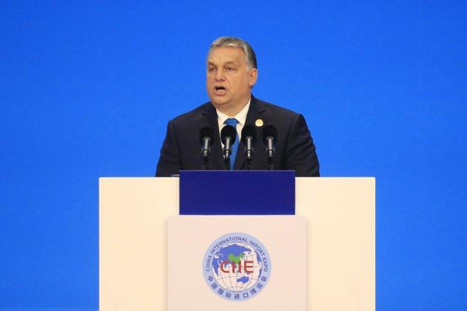 """Orbán sa ospravedlnil európskym ľudovcom za výrok """"užitoční idioti"""", osud Fideszu je stále neistý"""