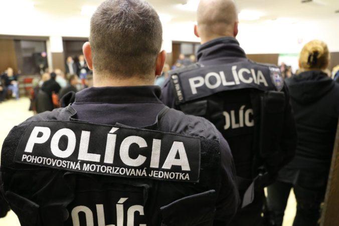 Slovenskí policajti pomohli rozbiť organizovanú skupinu, ktorá prevážala nelegálnych migrantov