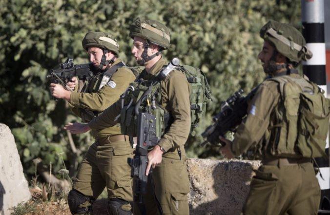 Palestínčan dobodal vojaka a spustil paľbu na autá, izraelská armáda pátra po útočníkovi