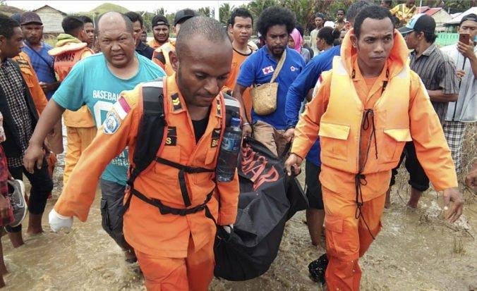 Prudké dažde vyvolali v Indonézii bleskové záplavy, zahynulo najmenej 50 ľudí