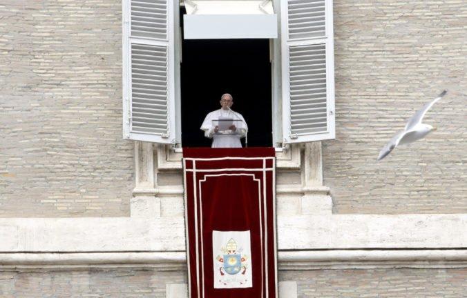 Video: Pápež František sa modlil za obete streľby v mešitách na Novom Zélande