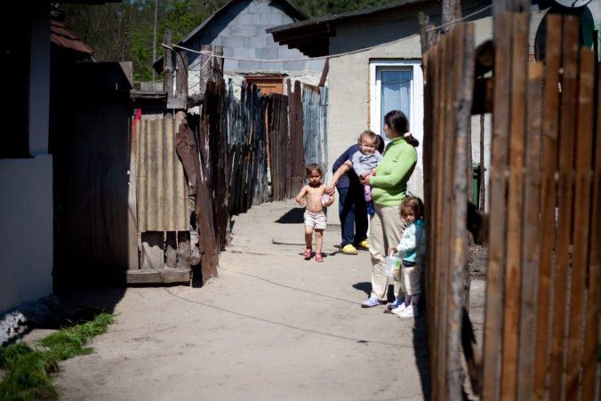 K pozitívnej zmene životných podmienok Rómov by mali prispieť aj pomocné profesie