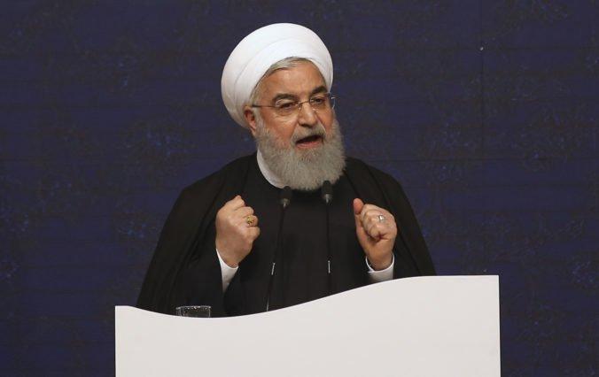 Prezident Rúhání vyzval Iráncov, aby uvrhli kliatbu na Spojené štáty a ich spojencov