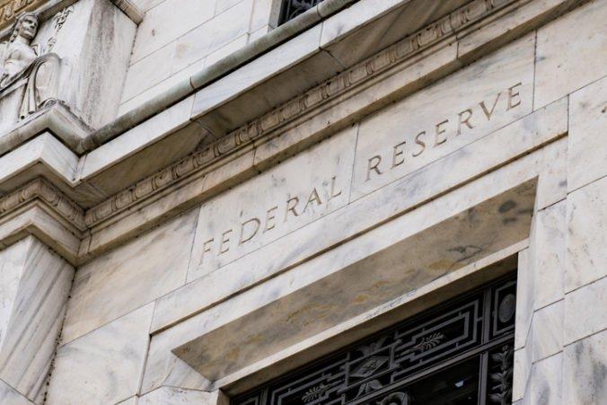 Americká ekonomika sa spomaľuje, tvrdí Fed a rozhodol sa nezvyšovať úroky