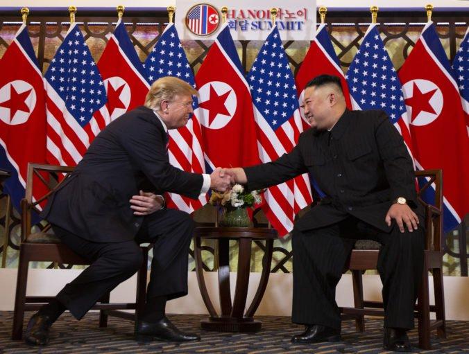 Donald Trump ruší nové sankcie voči Severnej Kórei, lebo má rád Kim Čong-una