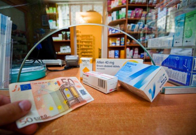 Pacientom hrozia vyššie doplatky za lieky, tvrdia výrobcovia a nesúhlasia s novelou revízie úhrad
