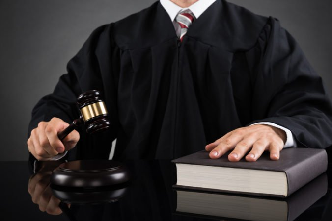 Brusel začal právne konanie voči Poľsku, podozrieva ho z podkopávania nezávislosti sudcov