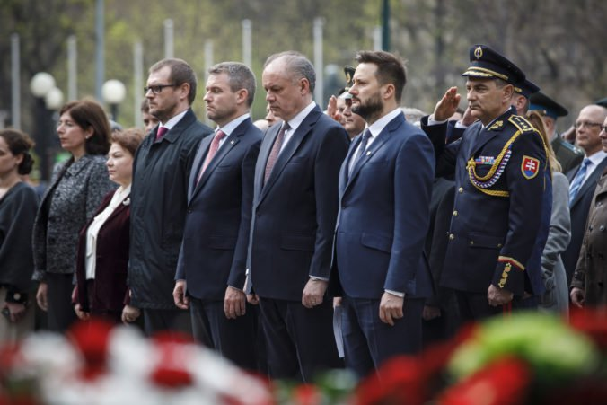 Foto: V Bratislave si pripomenuli oslobodenia mesta, vystúpil aj Vallo a Kiska sa poďakoval vojakom