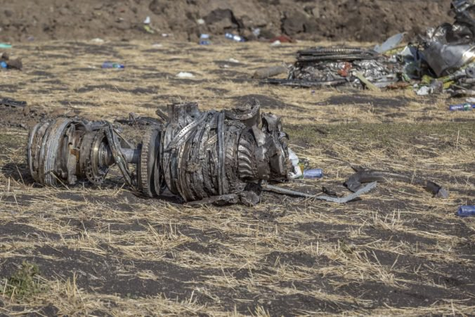 Piloti Ethiopian Airlines dodržali postup, ale Boeingu stále klesal nos, ukázalo vyšetrovanie havárie