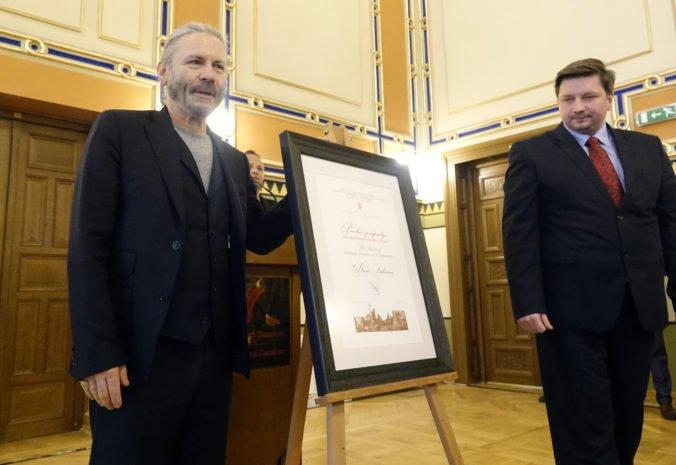 Spevák Bruce Dickinson z kapely Iron Maiden sa stal čestným občanom Sarajeva