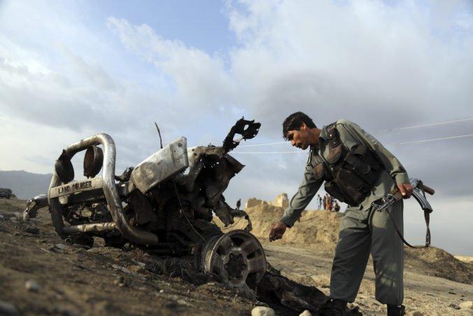 Konvoj amerických vojakov v Afganistane zasiahla bomba na ceste, k útoku sa prihlásil Taliban