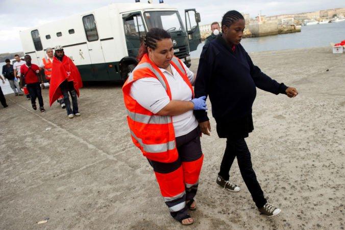 Tehotná žena na lodi Alan Kurdi dostala epileptický záchvat, migrantku museli evakuovať