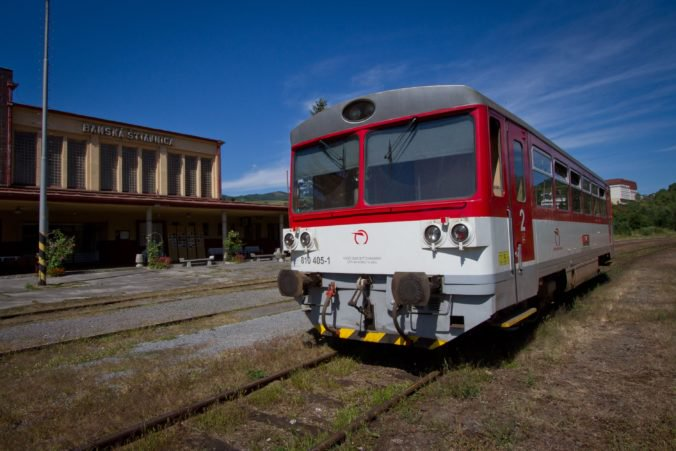 Železnice upozorňujú na výluky na viacerých úsekoch, premávať budú náhradné autobusy