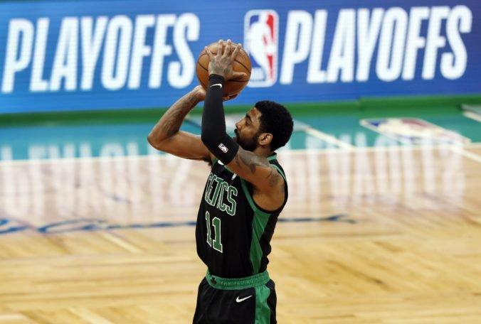 Video: V play-off NBA víťazstvá domácich tímov, nájazdy Antetokunmpa boli smrtiace