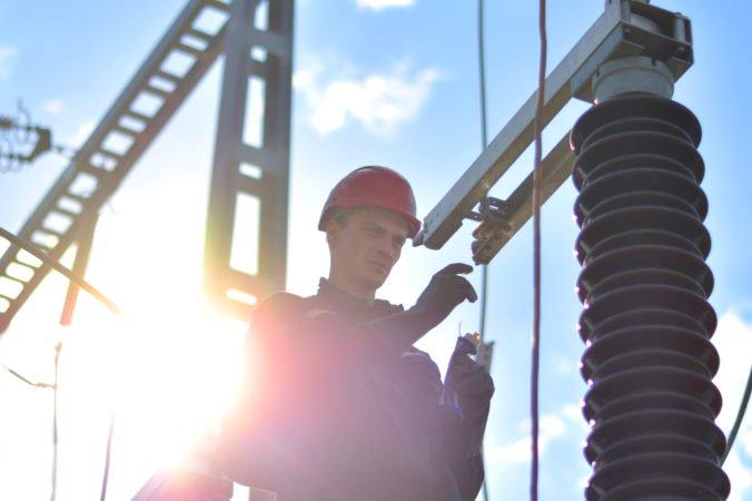 Dodávky elektriny na hornej Nitre nebudú ohrozené, aj po odstavení elektrárne v Novákoch
