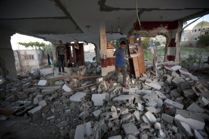Izrael zdemoloval dom Palestínčana podozrivého z útoku, pri ktorom postrelili aj tehotnú ženu