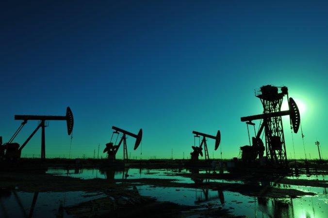 Nárast čínskej ekonomiky ovplyvnil ceny ropy Brent aj ľahkej americkej ropy