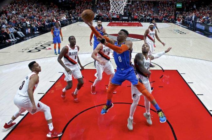 """Video: """"Nugetky"""" sa v druhom zápase play-off NBA zapotili, Portland si opäť poradil s Oklahomou"""