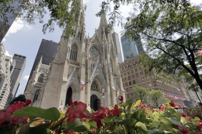 Muž chcel vstúpiť do katedrály v New Yorku s kanistrami benzínu a zapaľovačmi