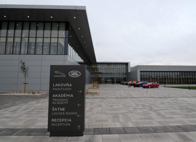 Závod Jaguar Land Rover v Nitre museli evakuovať, anonym nahlásil bombu