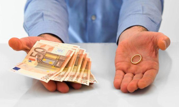 Za fiktívne sobáše s cudzincami zinkasovali tisíce eur, traja Slováci môžu skončiť vo väzení