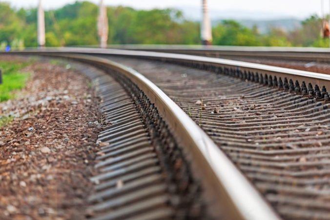 Železnice upozorňujú na výluky vlakov, cestujúcich budú prepravovať autobusmi