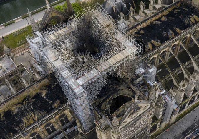 Požiar katedrály Notre Dame vyšetruje nielen polícia, po príčine pátrajú aj odborníci