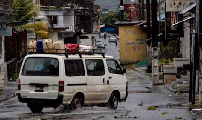 Cyklón Kenneth môže spôsobiť povodne a zosuvy bahna, varujú humanitárne organizácie