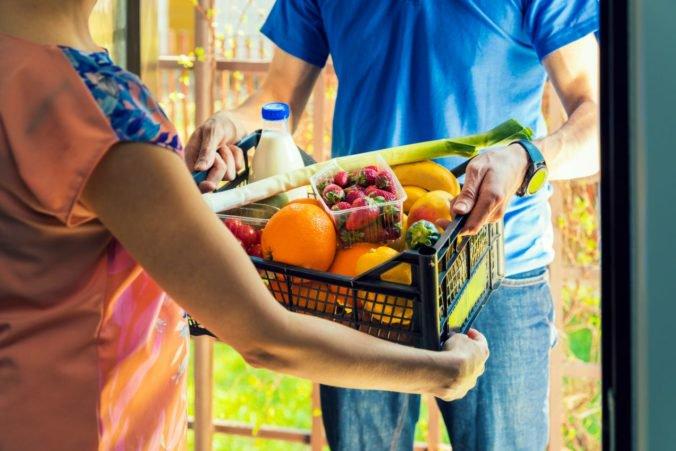 Slováci nakupujú potraviny aj cez internet, podľa prieskumu v tom dominujú nielen ženy